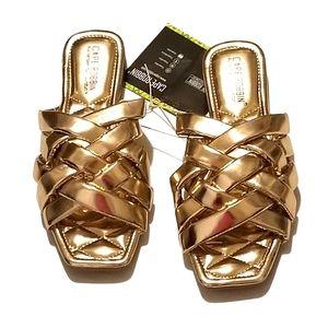 NWOT Cape Robin Gold Weave Sandals Size 8